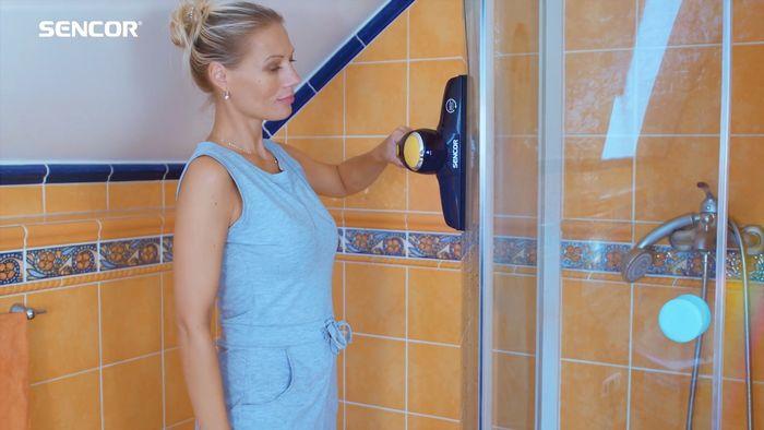 Čištění sprchového koutu s čističem oken Sencor SCW 3001YL