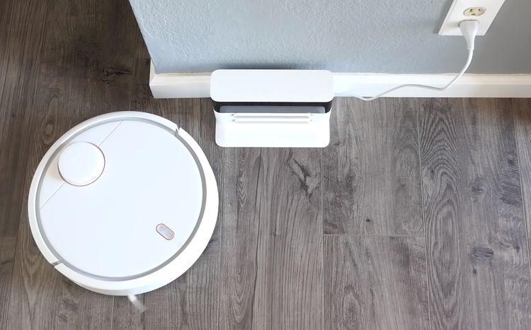 Xiaomi Mi Robot Vacuum a dobíjecí stanice