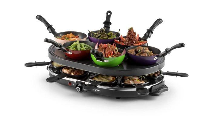 Příprava pokrmů na raclette grilu oneConcept Woklette
