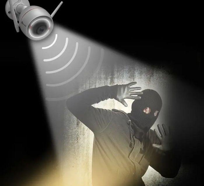 Bezpečnostní kamera Ezviz Husky Air C3W se stroboskopický světlem a zvukovým alarmem