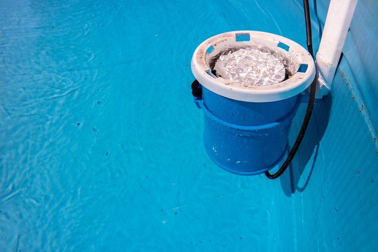 Kartušový bazénový filtr na vodní hladině