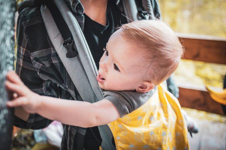 Ergo nosič na nošení dítěte