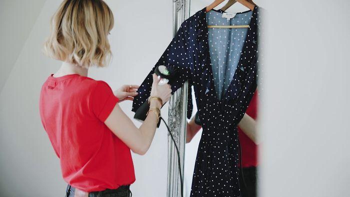 Ruční napařovač oděvů SteamOne S-Travel