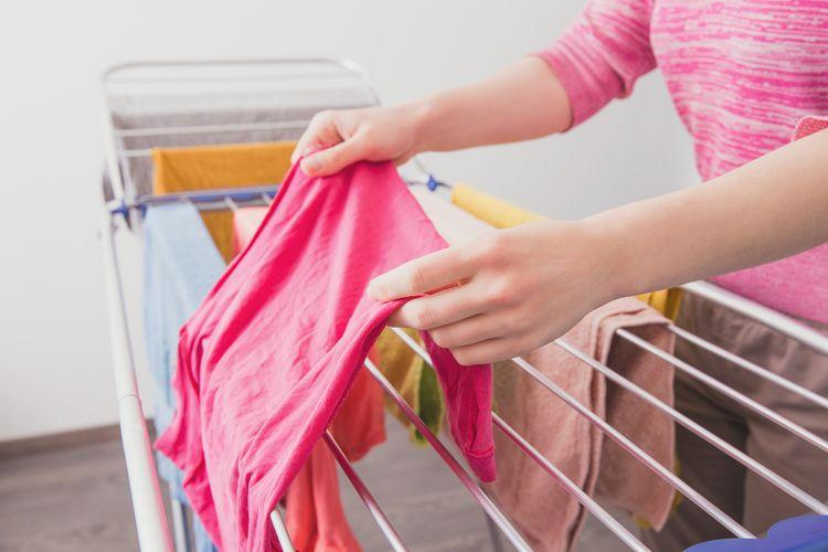 Rozkládací sušák na prádlo do interiéru
