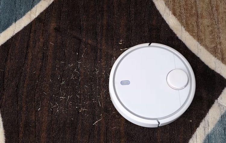 Xiaomi Mi Robot Vacuum si poradí i s nečistotami na koberci