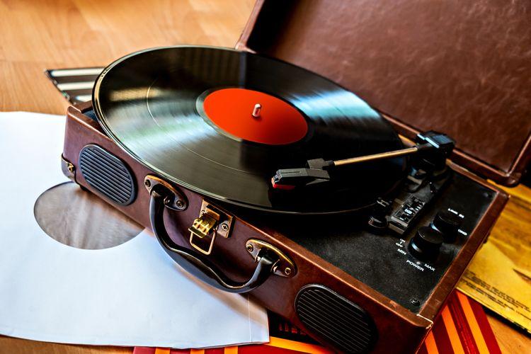 Kufříkový gramofon