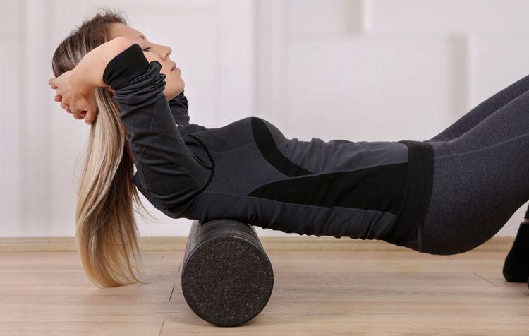 Jak vybrat nejlepší masážní válec na nohy, záda a cvičení