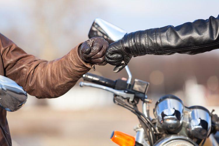 Střetnutí dvou motorkářů v kvalitním oblečení