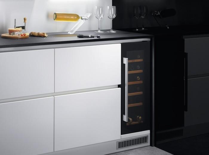 Vestavná chladnička na víno AEG SWB63001DG recenze