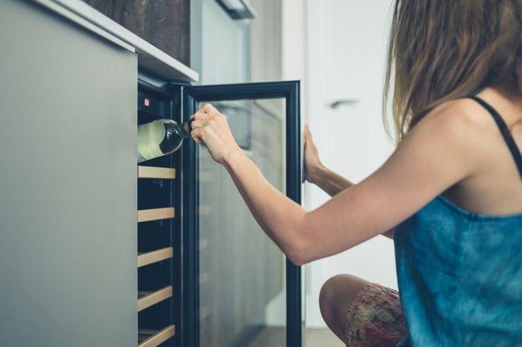 Ukládání vína do vinotéky