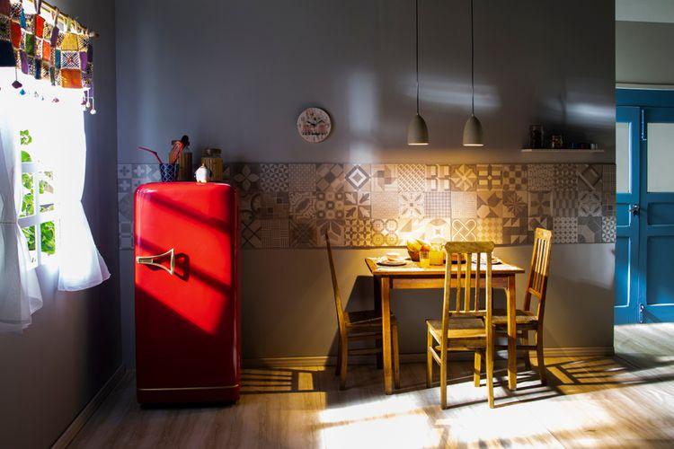 Jednodveřová červená retro chladnička