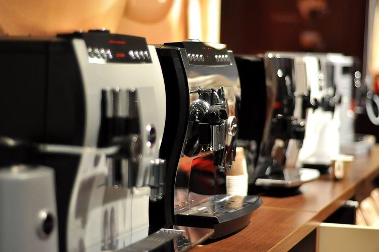 Ne všechny automatické kávovary mají nádobku na mléko