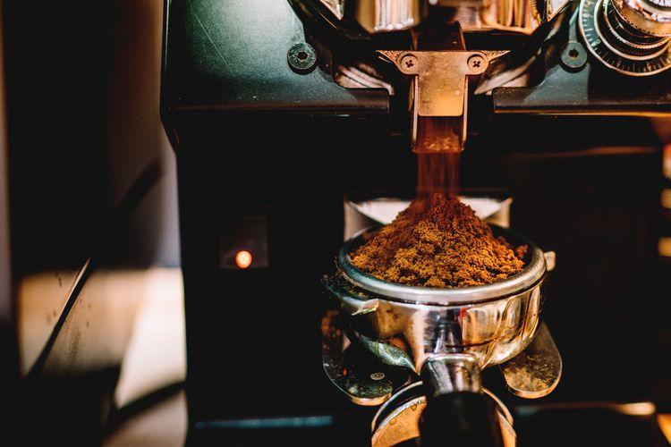 Automatický kávovar s mlýnkem na kávu