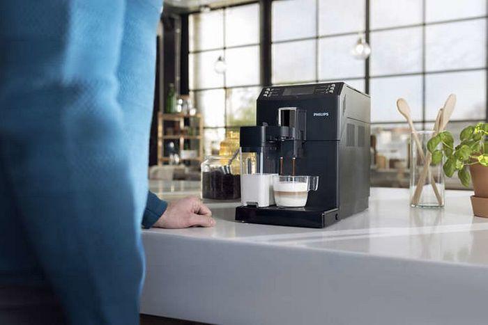 Příprava kávy v kávovaru Philips EP3550/00
