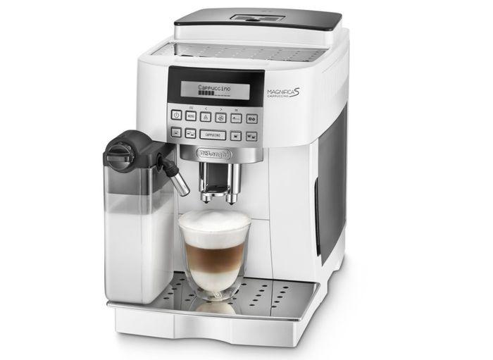 De'Longhi vyrábí pákové, automatické, překapávač i kapslové kávovary