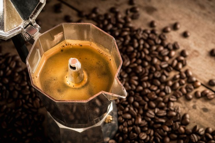 Káva z moka konvičky chutná jako z běžného espresso kávovaru