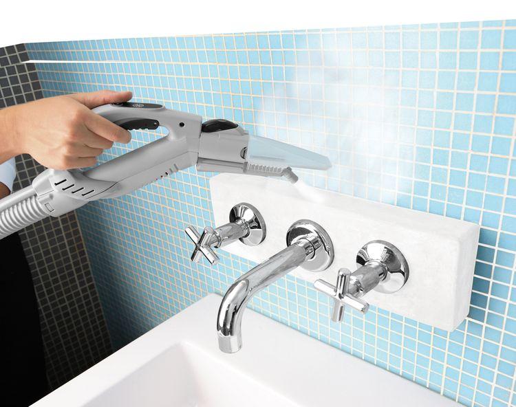 Čištění koupelny pomocí parního čističe