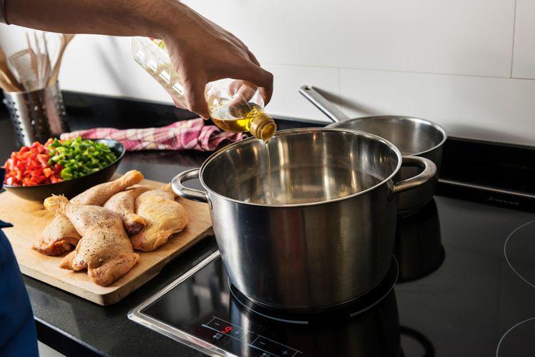 Na vaření na indukční varné desce jsou potřeba speciální hrnce