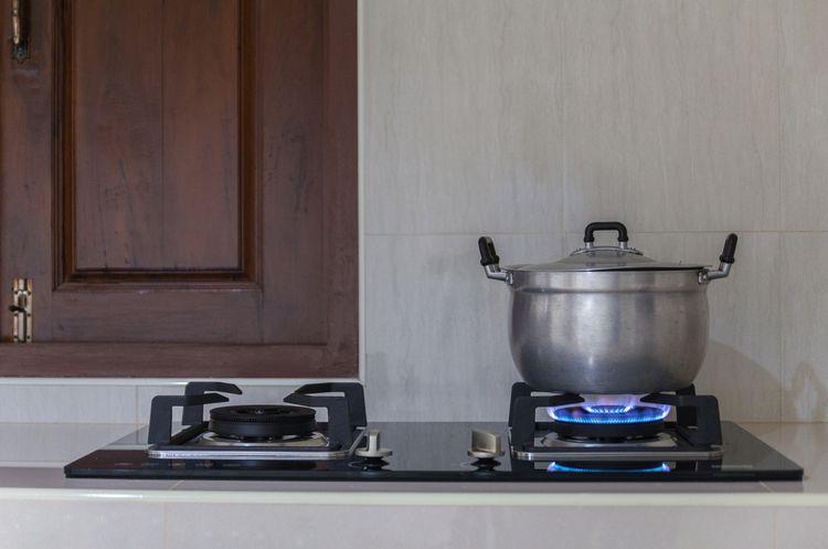 Je vaření na plynové varné desce levnější?