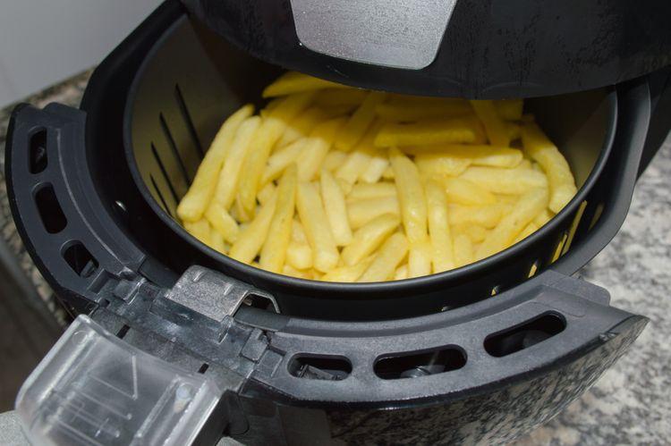 Příprava hranolek v horkovzdušné fritéze