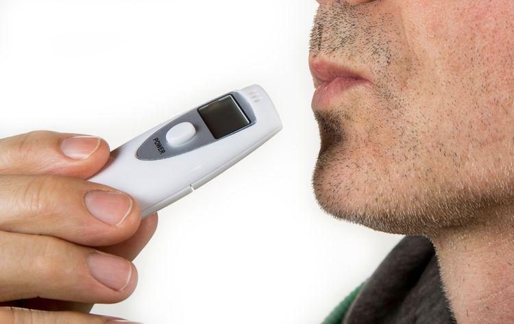Polovodičový domácí alkohol tester