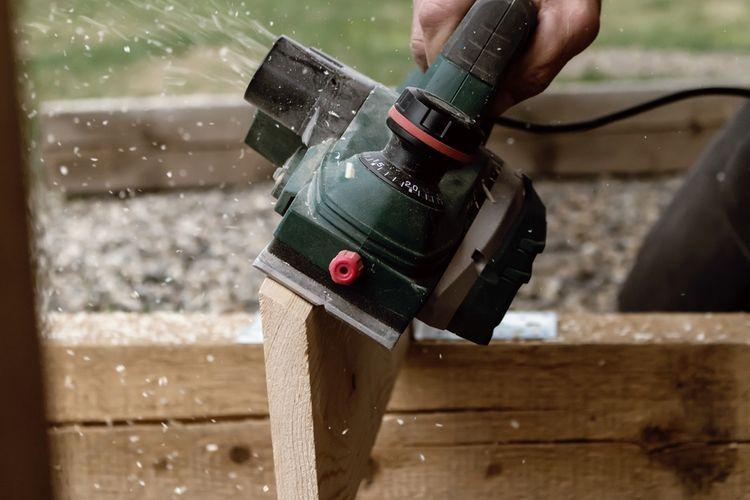 Elektrický hoblík na dřevo
