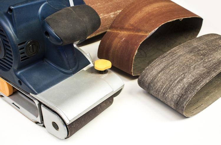 Brusné papíry k pásové brusce