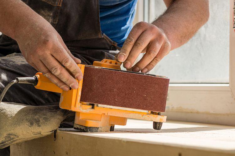 Hobby pásová bruska– napínání brusného pásu