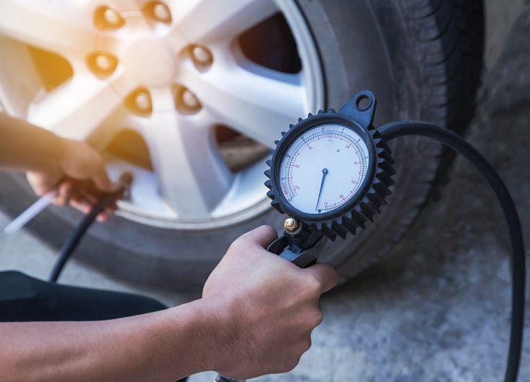 Dofukování pneumatik na autě
