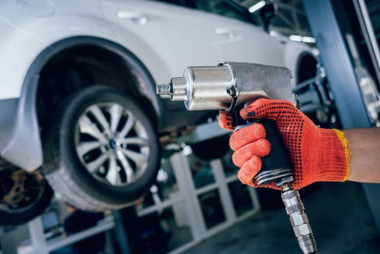 Pneumatický utahovák pro automechaniky