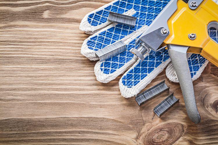 Úderník sponkovačky třeba vyčistit od drátků