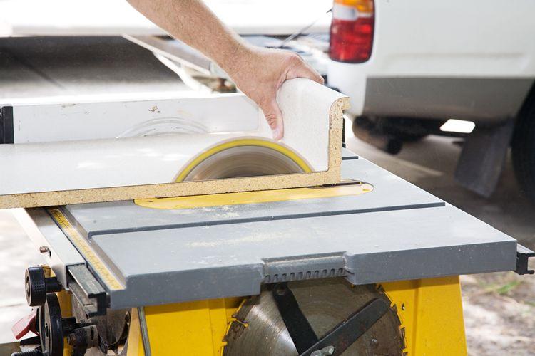 Profesionální a poloprofesionální stolní pily umožňují nastavení úhlu řezu