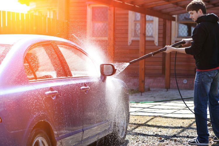 Vysokotlaký čistič na čištění auta