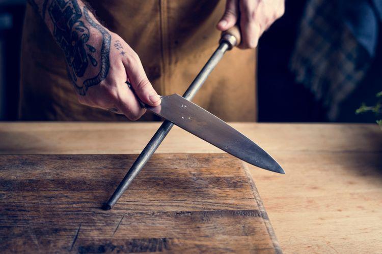 Ostření nože pomocí ocílky
