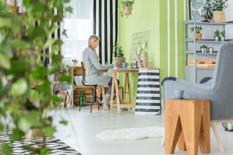 Dřevěná kancelářská židle v home office