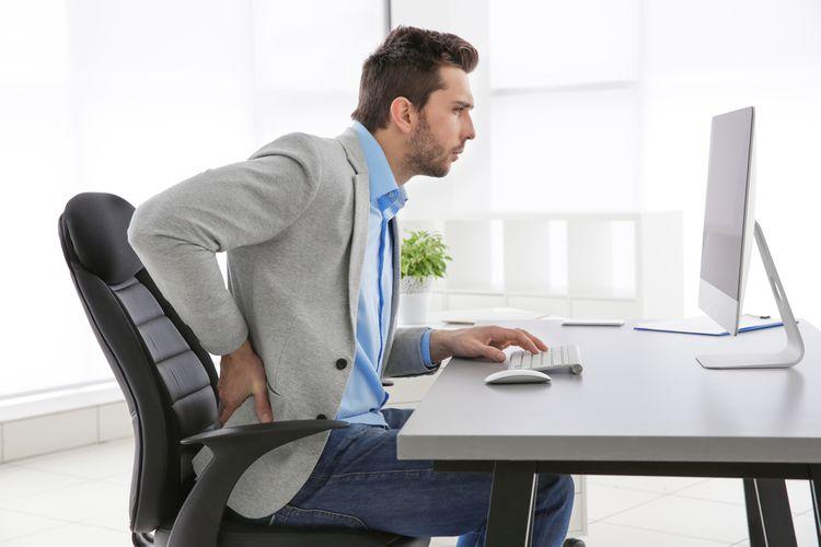Zdravotní kancelářská židle při problémech se zády