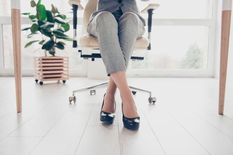 Jak správně sedět na kancelářské židli