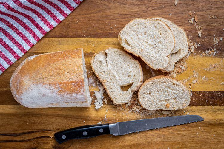 Zoubkovaný kuchyňský nůž na krájení chleba