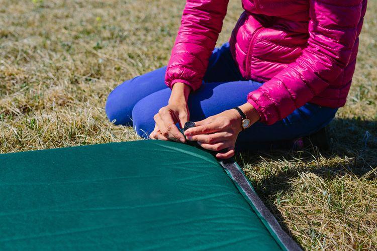 Zelená samonafukovací matrace