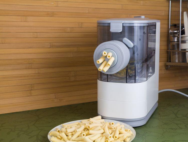 Elektrický strojek na výrobu těstovin