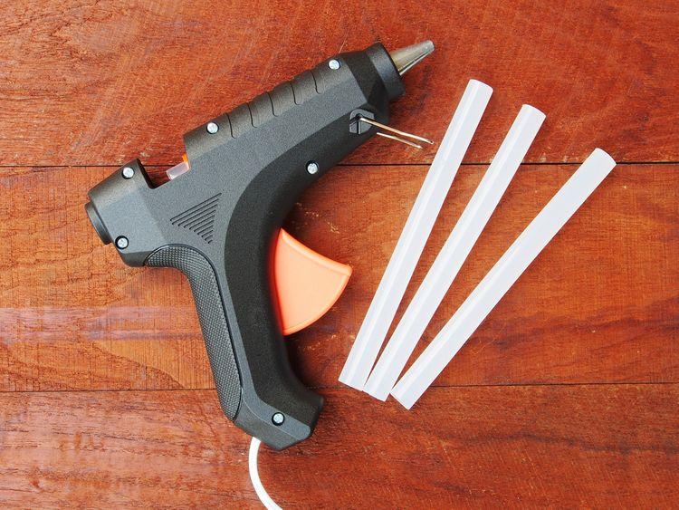 Lepicí pistole s tavnými tyčinkami