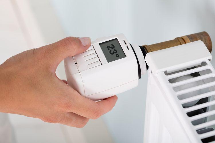 Manuálny/izbový termostat– termostatická hlavice na radiátor