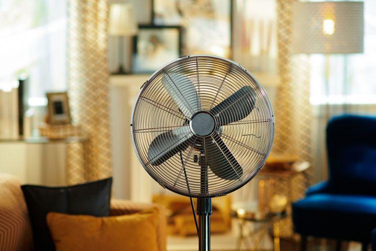 Elektrický stojanový ventilátor s regulací rychlosti