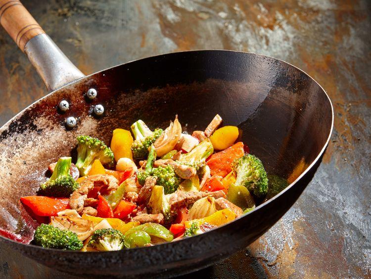 Nejlepší wok pánev na přípravu masa a zeleniny