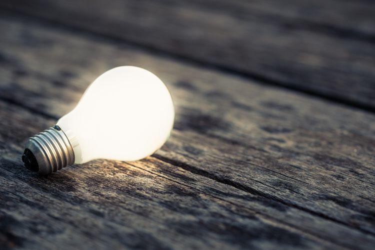 LED žárovka s bílým světlem s E27 závitem