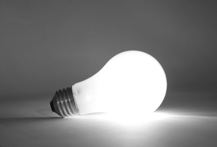 LED žárovka s bílým světlem