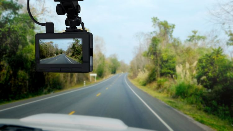 Jak namontovat kameru do auta: montáž/zapojení couvací a přední kamery