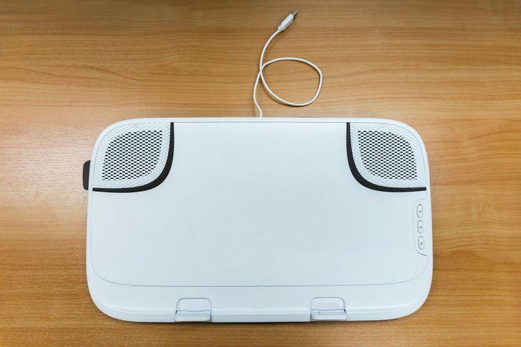 Bílá chladící podložka pod notebook s 2 ventilátory