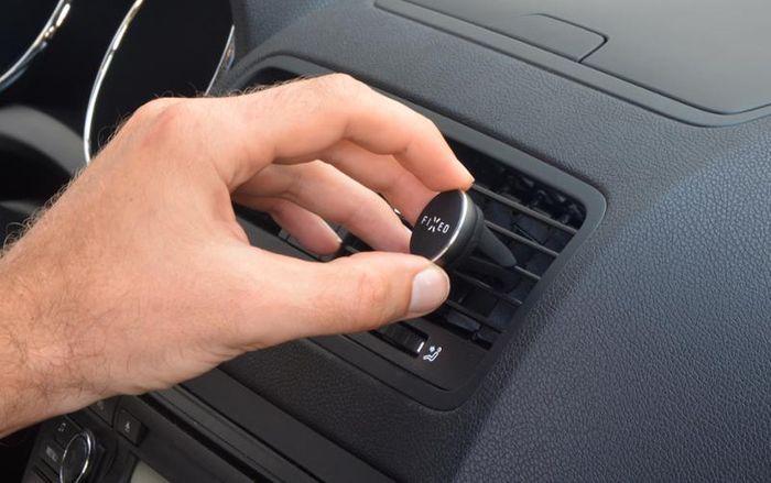 Magnetický držák na mobil do auta Fixed FIXM1