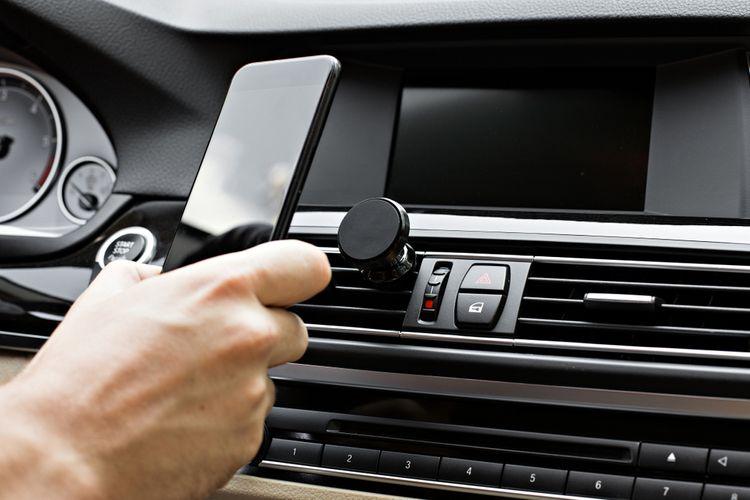 Jak vybrat držák na mobil do auta?